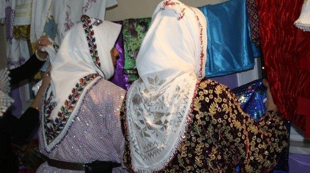 Köylü pazarında yöresel giyim şart olmalı
