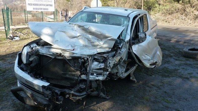 Gökçesu'da Kamyon ile kamyonet çarpıştı: 2 yaralı