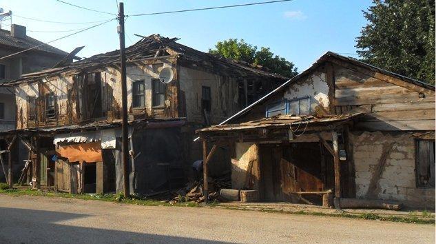 Enkaz oldu ahşap Köy evleri