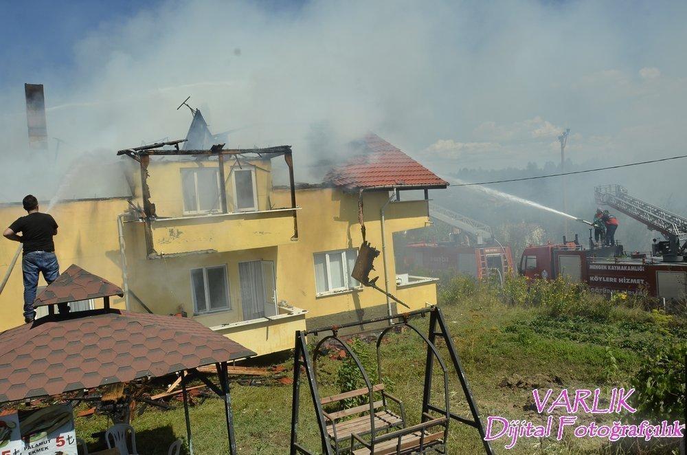 Çubuk Köyünde 2 Katlı ev ve garaj yandı + VİDEO