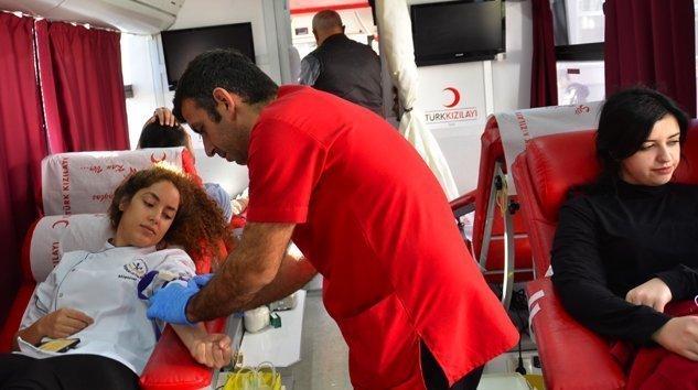 AİBÜ Mengen Kampüsünde aşçılardan rekor kan bağışı