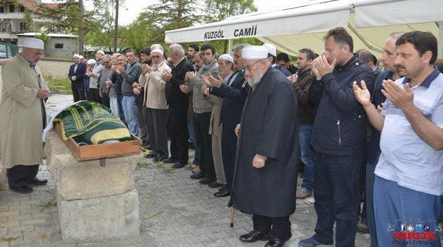 Dilber ÜNSAL vefat etti. Mustafa DESTİCİ  cenazeye katıldı