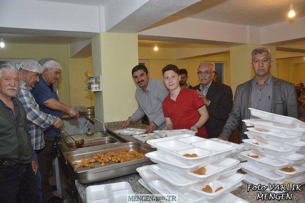ERTEN ailesi mevlit okutup iftar yemeği verdi.