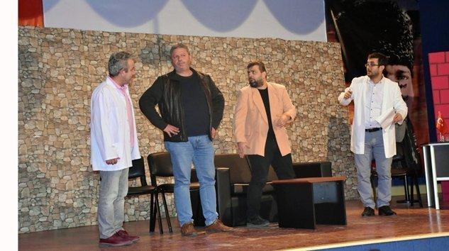 """""""DELİRİYORUM BEN HABERİN OLSUN"""" Tiyatrosu izleyicilere sunuldu"""