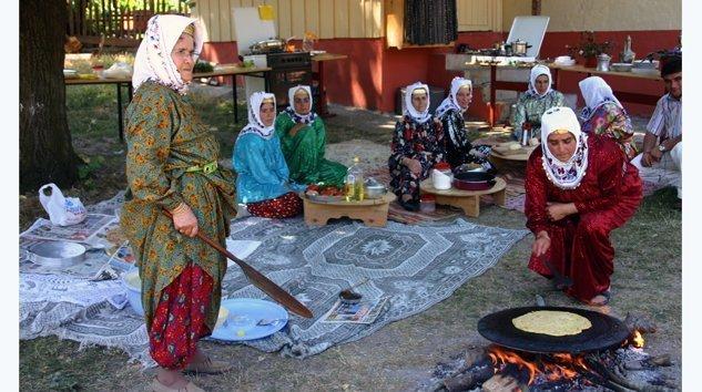 Mengen Yöresel Tatlar ve Giyim Kültüründen