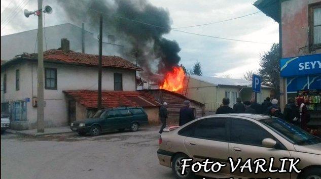 İlçe Merkezinde Yangın Korkuttu-VİDEO-