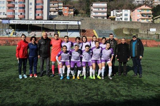 """""""Antrenör Faruk VARLIK'ın Takımı"""" Kızlar 3 Puanı 3 golle aldı"""