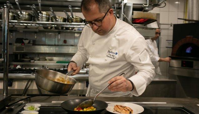 Özay Akar, ilhamını mutfağın özgürlüğünden alıyor